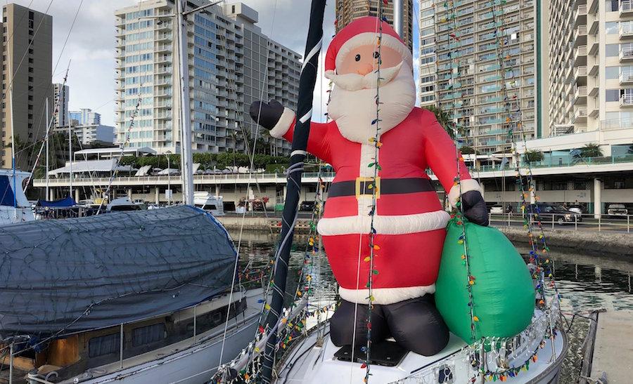 christmas-boats-waikiki-santa